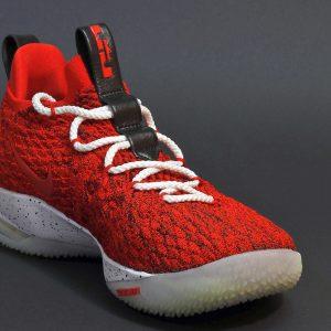 Op zoek naar nieuwe basketbalschoenen? Waar moet je op letten?