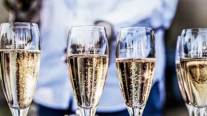Wat is het verschil tussen mousserende wijn en champagne?