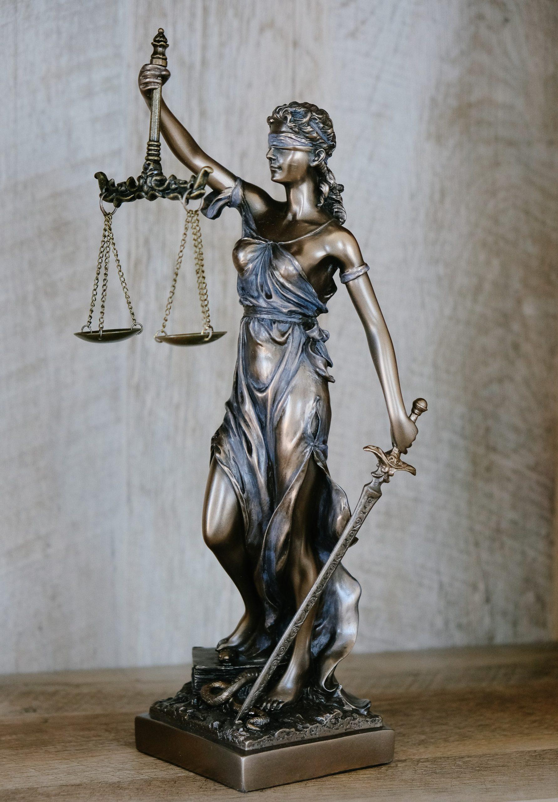 Wat is het verschil tussen een incasso-jurist en een incasso-advocaat?